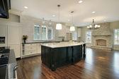 Kuchnia i pokój rodzinny — Zdjęcie stockowe