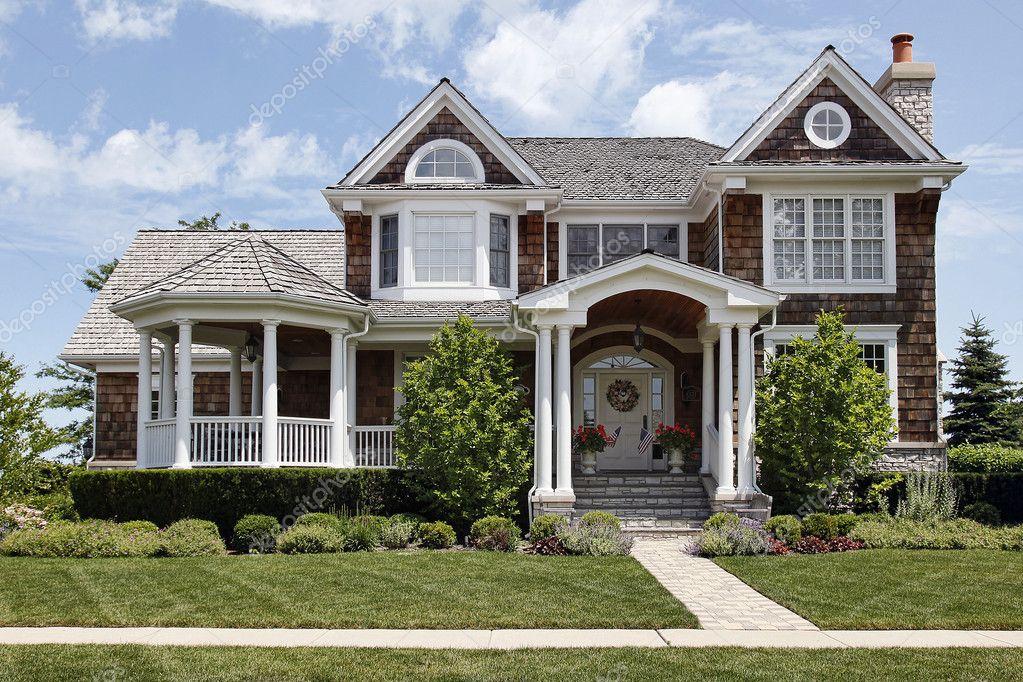 Maison avec entr e de colonne de luxe moyen photographie lmphot 8691784 - Colonne exterieure pour maison ...