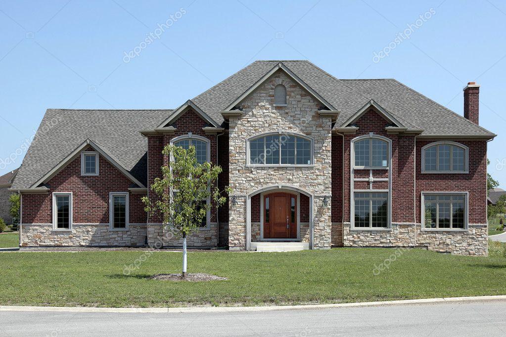 Nueva construcci n ladrillo y piedra casa foto de stock 8693971 depositphotos - Construccion casa de piedra precio ...