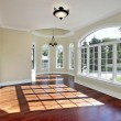 Dining room with cherry wood flooring — Foto de Stock