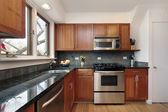 Kiraz ahşap dolap mutfak — Stok fotoğraf