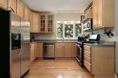 Keuken in luxe binnenlandse — Stockfoto