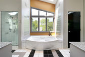 Modern upscale master bath — Stock Photo