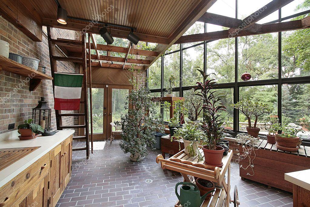Invernadero en casa grande foto de stock 8701170 - Invernadero para casa ...