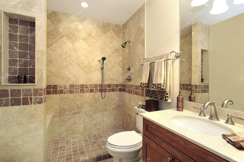 Mistrz łazienka Z Prysznicem Kamień Zdjęcie Stockowe