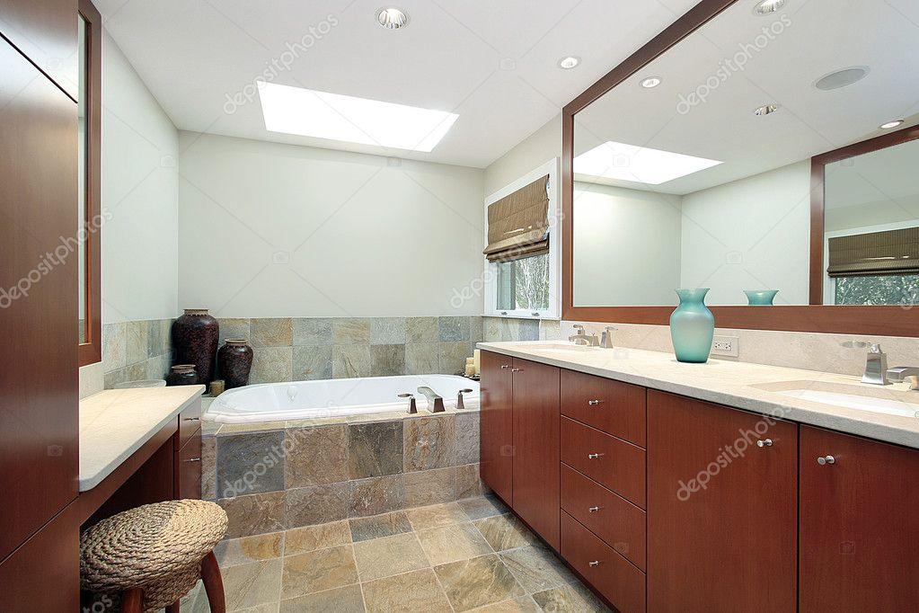 bagno padronale con vasca in pietra  foto stock © lmphot, Disegni interni
