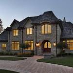 Luxury stone home at dusk — Stock Photo