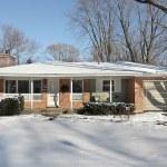 Suburban ranch home in winter — Stock Photo #8716842