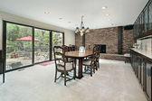 Tuğla şömine ile yemek odası — Stok fotoğraf