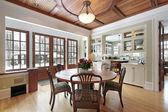 Toprak tonları yemek odasında — Stok fotoğraf