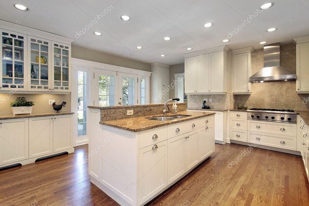 Keuken met marmeren eiland — stockfoto © lmphot #8716574
