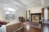 Dormitorio principal con chimenea — Foto de Stock