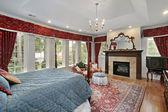 спальня в роскошный дом — Стоковое фото