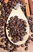 Roasted grains of fragrant black coffee — Stockfoto