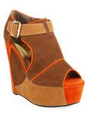 Stylish platform wedge — 图库照片