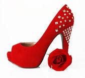 Czerwone buty i róża — Zdjęcie stockowe