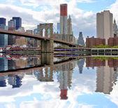 Brooklyn Bridge and NYC skyline — Stock Photo