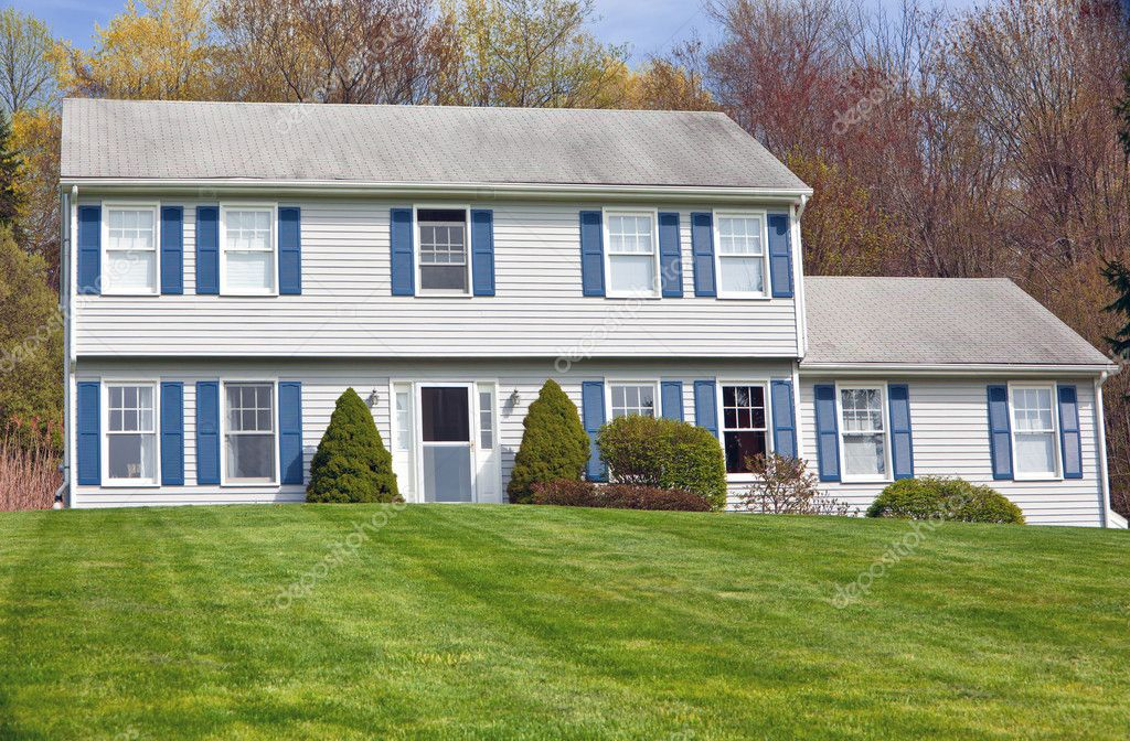 Colonial style house stock photo ericro 8647733 for Colonial style houses for sale