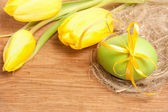 Tulips and Easter egg — Stock Photo