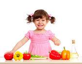 Sevimli çocuk kız sağlıklı gıda hazırlama — Stockfoto