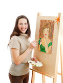 Smiling girl painting a picture — Stock Photo