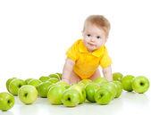Criança adorável com maçãs verdes, isolado no fundo branco — Foto Stock