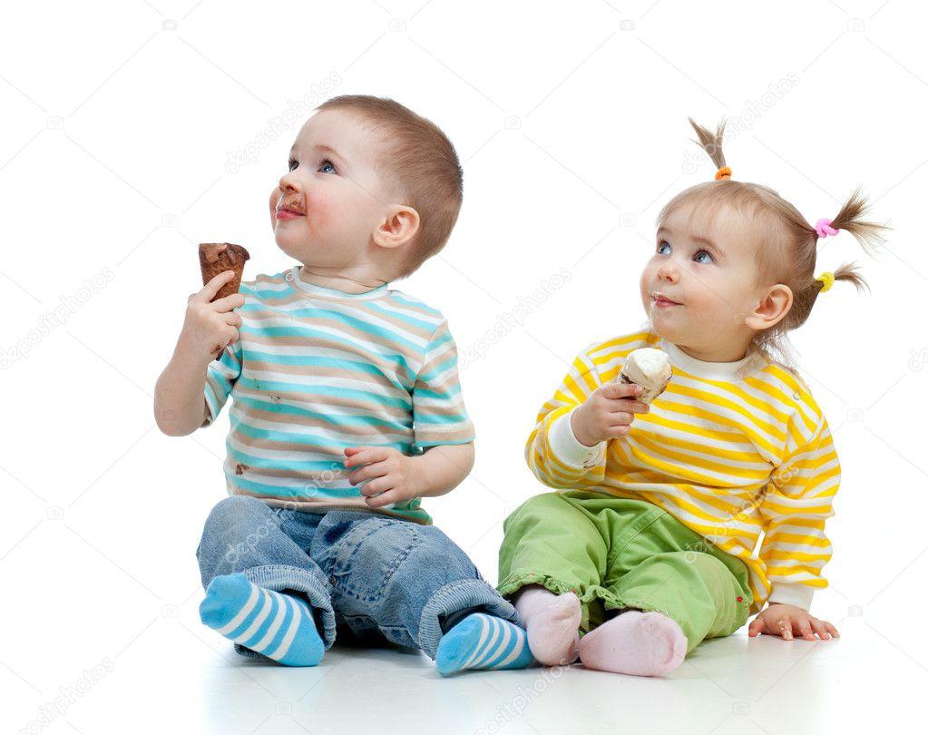 Фото с маленькими девочкой и мальчиком 3 фотография