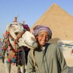 Bedouin near pyramid — Stock Photo #8977809