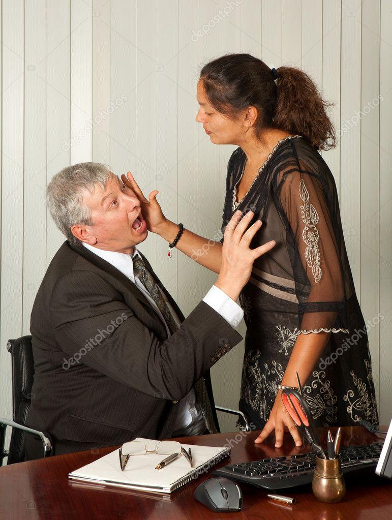 Директор трахает секретаршу прямо в кабинете