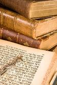 Torah aanwijzer op perkament — Stockfoto