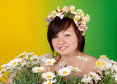 Spring girl with daisies — Stock Photo