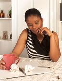 Zamyšlená žena psaní — Stock fotografie