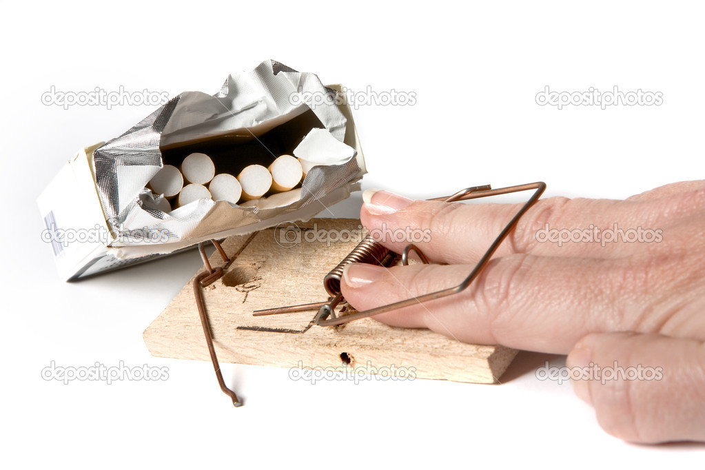 Hand caught in a mouse-trap while trying to take a cigarette — Stock Photo #8737615