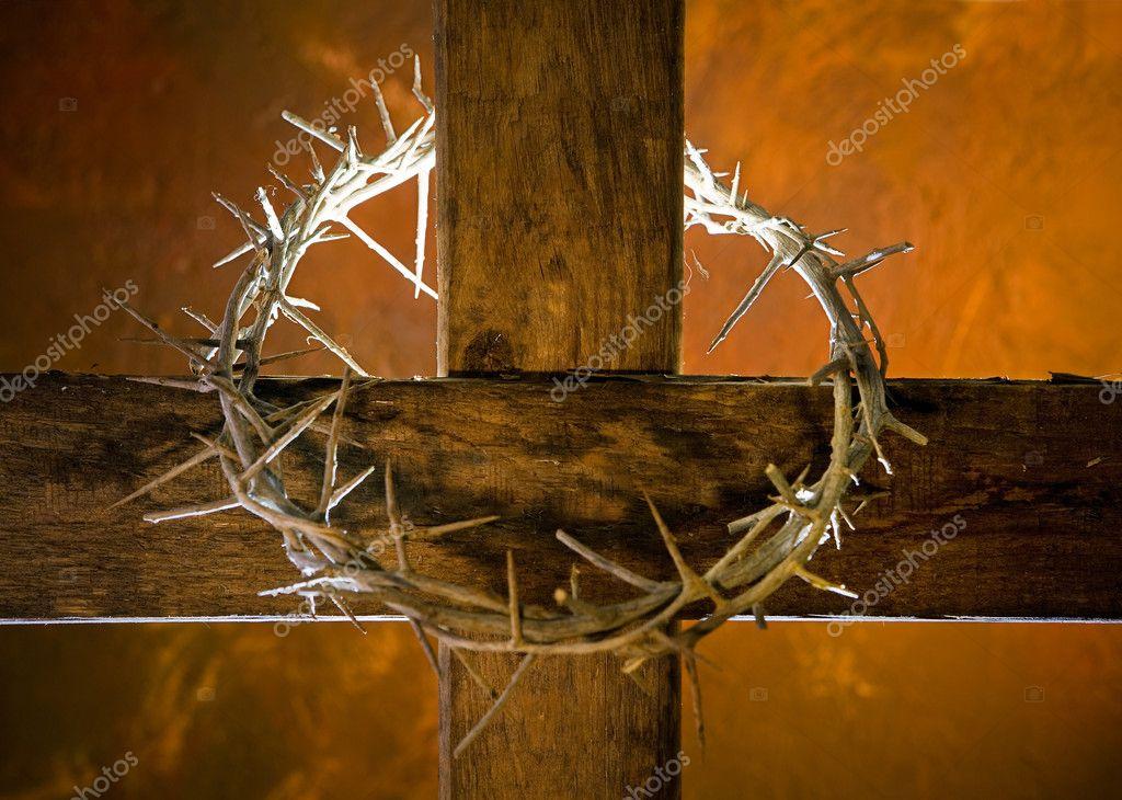 Cruz con corona de espinas — Foto de stock © Klanneke #8796488