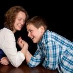 ������, ������: Teenagers arm wrestling