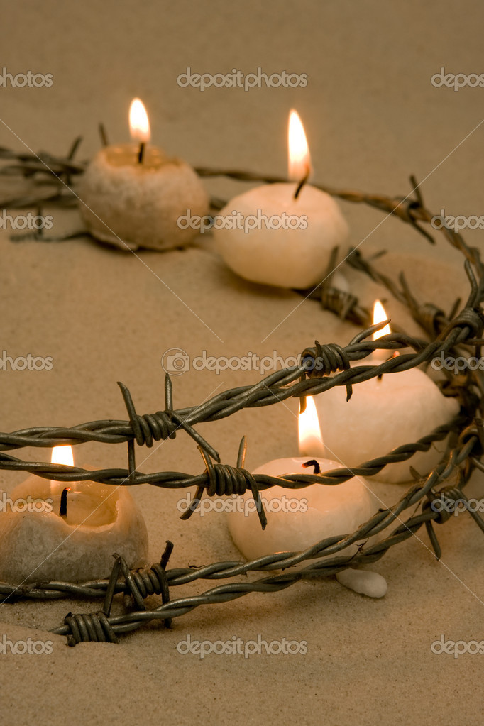 Candles in barbed wire, symbol of civil rights and hope — Stock Photo #8877769