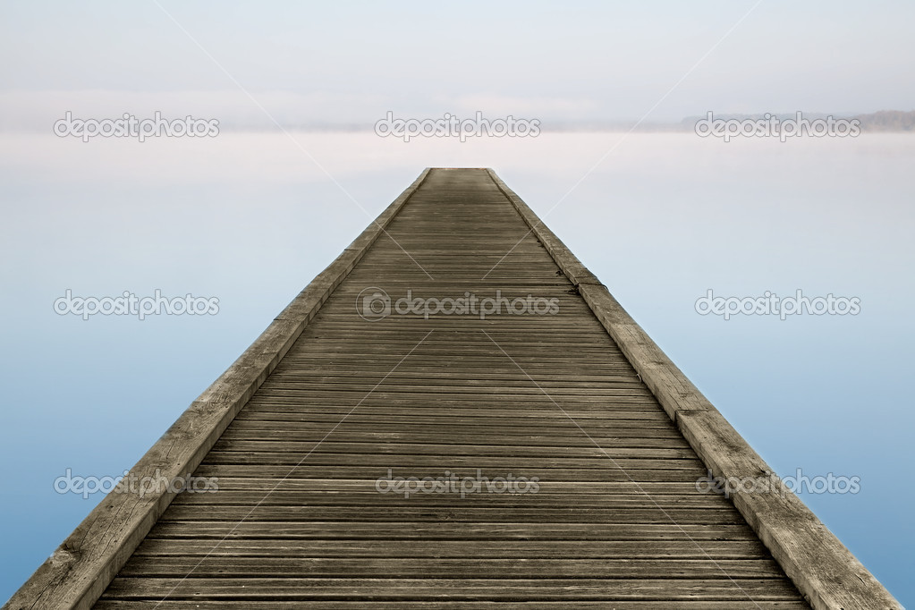 Jetty on misty Azur lake in Aquitaine near Biarritz in France — Stock Photo #8922870