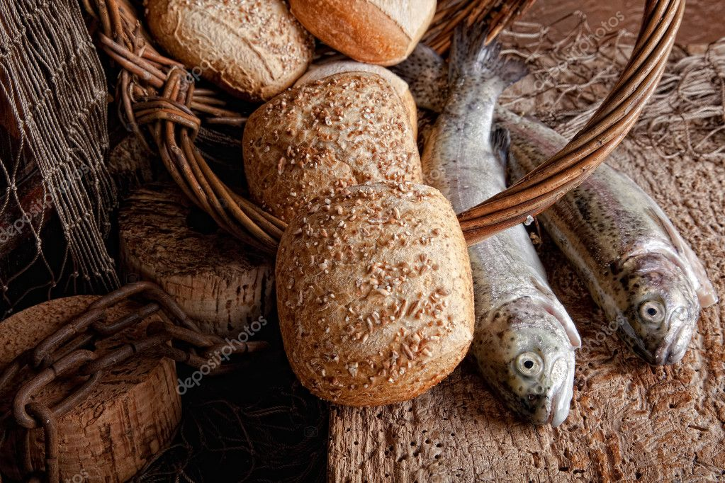 Vintage still life of fresh fish and loaves of bread — Stock Photo #9139294