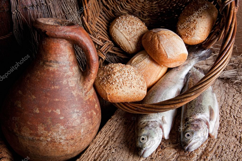 Wine, loaves of bread and fresh fish in an old basket — Stock Photo #9139312