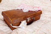 Vintage garter en suitcase — Stock Photo