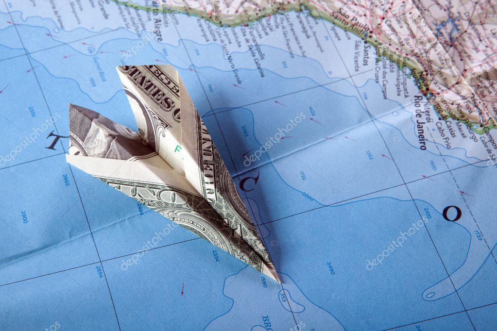 在地图上的飞机