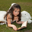 Reading girl on grass — Stock Photo
