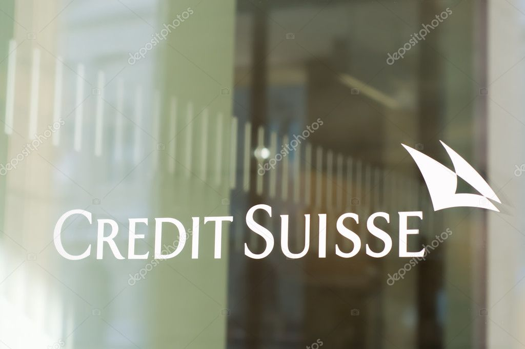 Bern, Switzerland - February 18, 2012: The Credit Suisse logo in a window of a branch. CS is a globally active financial services company offering investment ba — Foto Stock #9152012