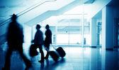 Passageiros no aeroporto de pudong de xangai — Foto Stock