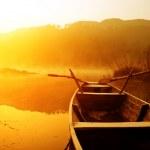 Morning, the lake and boats — Stock Photo