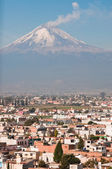 Popocatepetl volcano seen from Cholula (Mexico) — Stock Photo