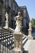 Statues at the Royal Palace of Aranjuez (Madrid) — Stock Photo