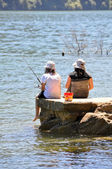 Children fishing, Marlborough Sounds (New Zealand) — Stock Photo
