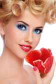 Beauty with tulip — Stock Photo