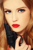 Beauty with gun — Stock Photo